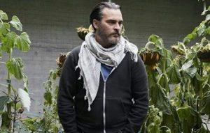 Joaquin Phoenix come sólo lo que planta