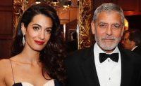 Amal Clooney aparece con sus adorables mellizos y botas de US$998