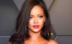 Rihanna ha demandado a su propio padre por usar su marca