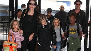 Brad Pitt cuida a sus hijos mientras Angelina Jolie filma en Nuevo México